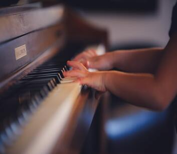 Why Personalized One-on-One Instruction is the Best Approach to Music Lessons
